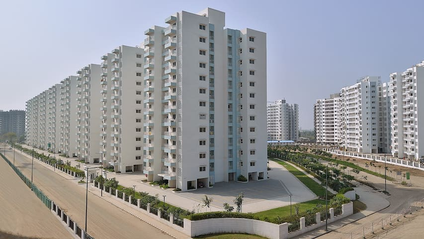 Entire 3 BHK Cozy WiFi Family-Stay Apartment ER-12