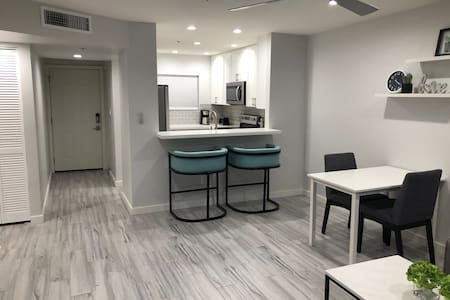 Modern condo in old town Scottsdale