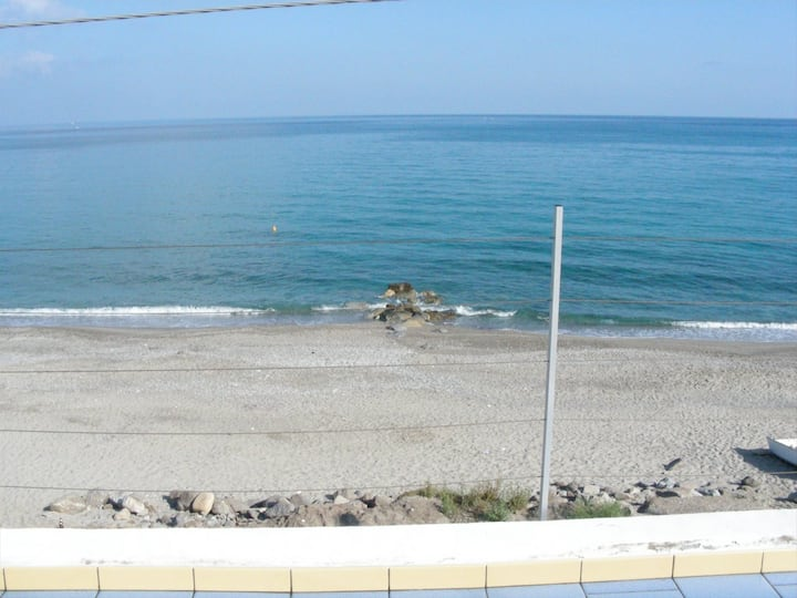 Appartamento a picco sul mare (2)