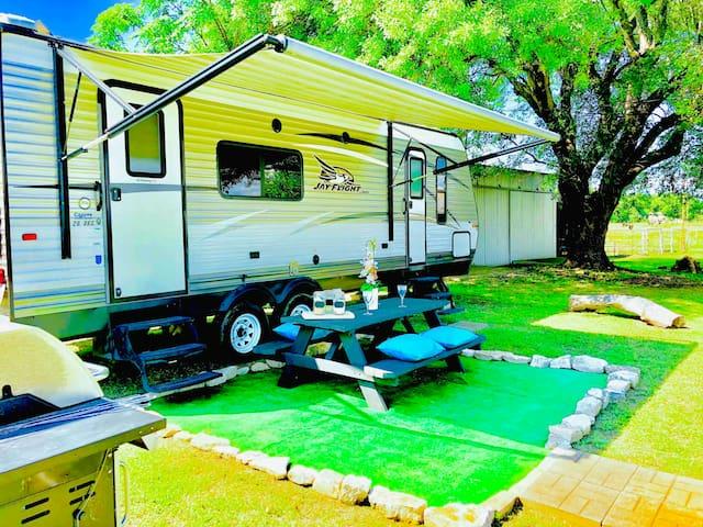 GLAMOR RV—HWY HideAway Retreat • Float-N-Fireside!