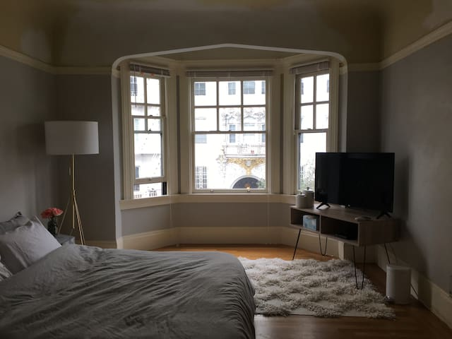 Charming Private Bedroom & Bath in Pacific Heights