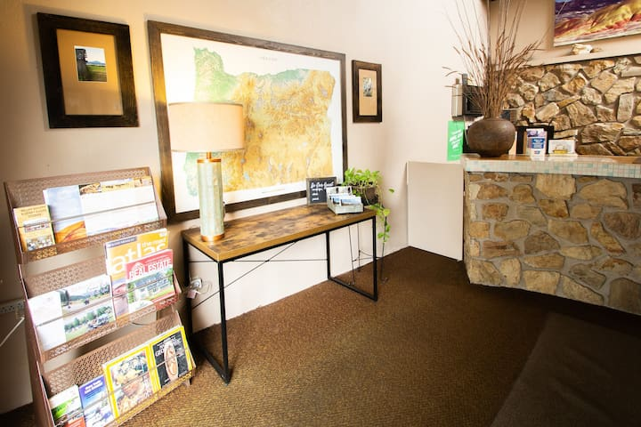 Office check in space with complimentary magazines and tourist information.