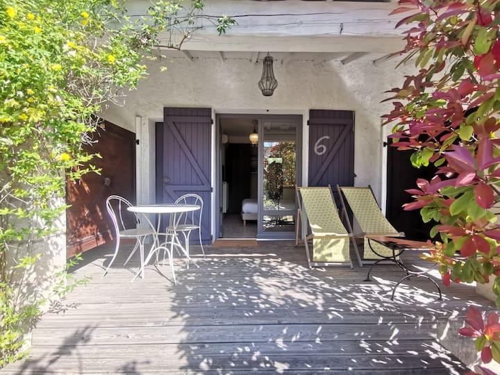Chambre avec terrasse privée, centre, pkg, piscine