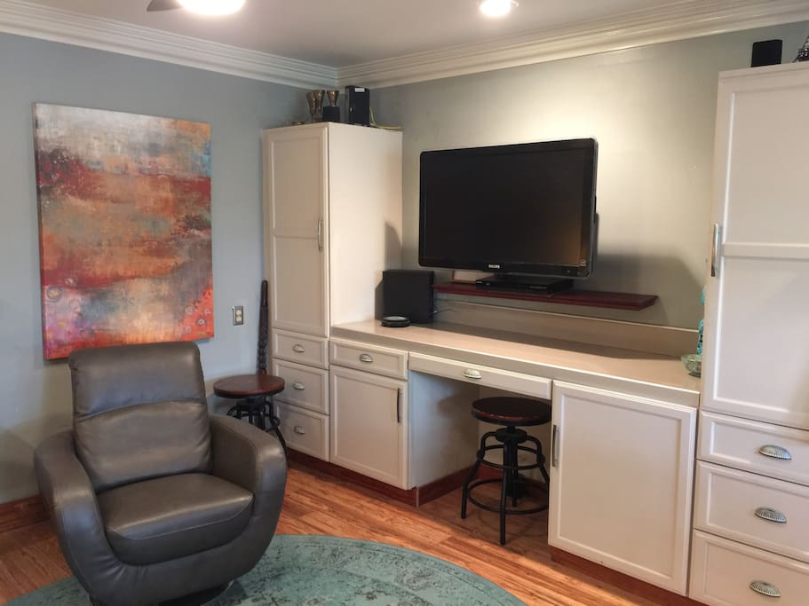 Big Screen TV with Netflicks & Hulu.   Wifi throughout the property--even up in the Treehouse!