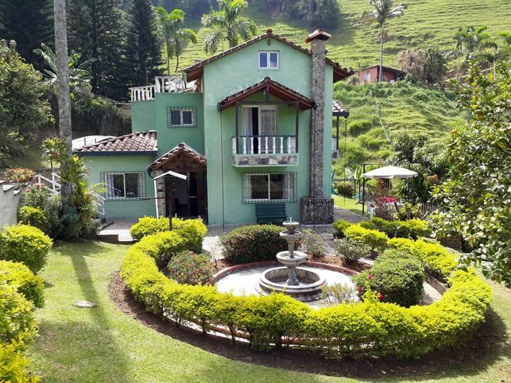 Private room in beautiful Casa Finca - Sabaneta