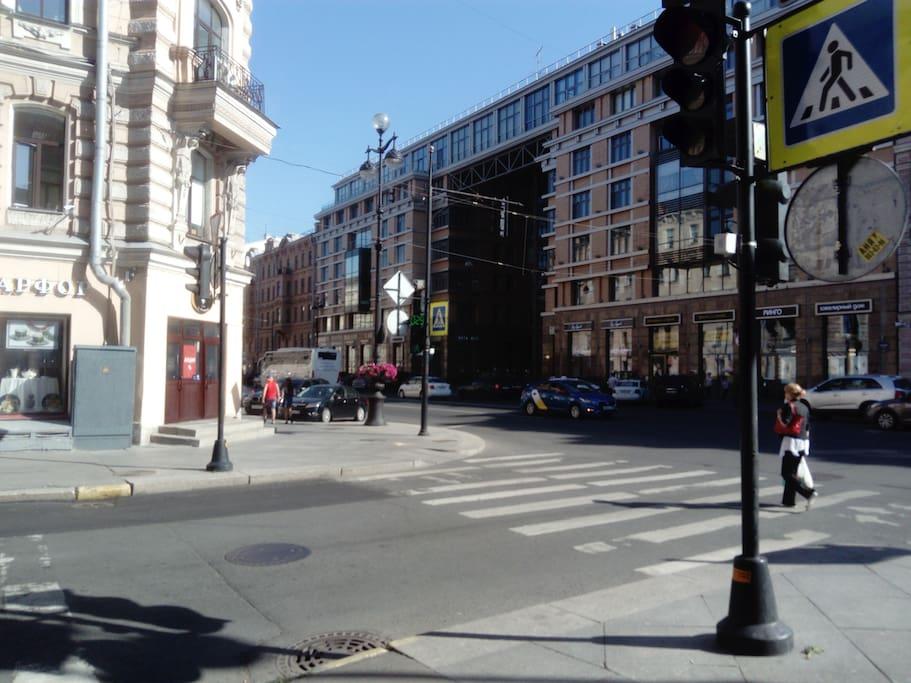 Вид на Невский пр. из окон квартиры