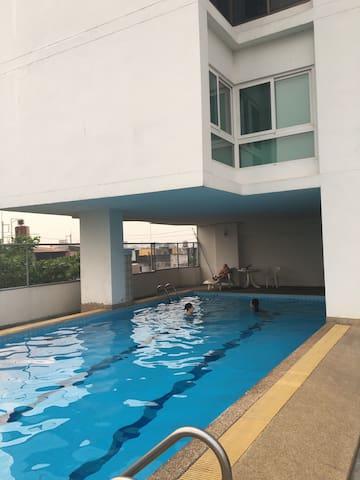 特价astra五星级酒店公寓斜对面的整套泳池公寓