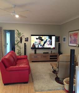 Self Contained Granny Flat in Central Gold Coast - Southport - Lejlighed