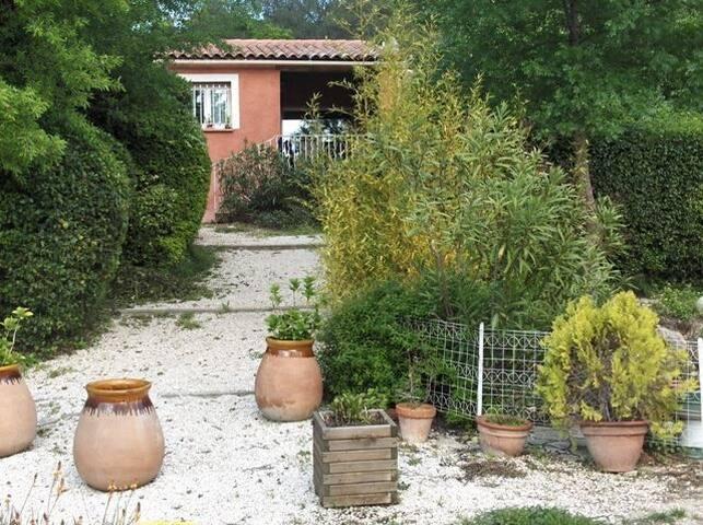 Villa au cœur de la campagne varoise gîte VANDETTA
