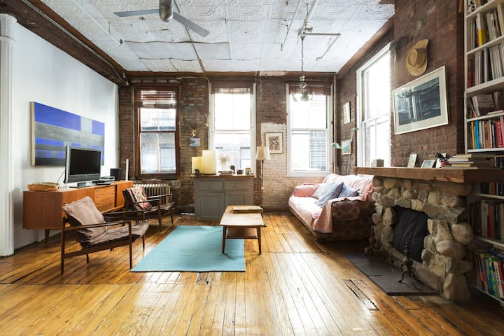 Soho Loft. Authentic and Eccentric! 2 Bedroom.