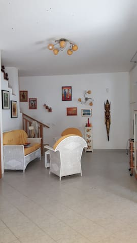 living room ( together with the kitchen)/ salotto (unico insieme alla cucina)