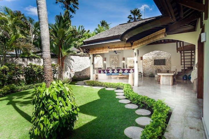 3BR Villa Ayana Berawa Canggu near Finns  Beach