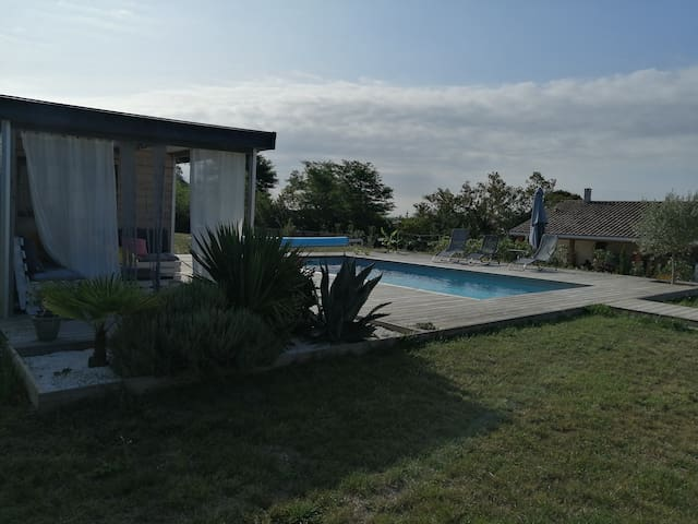 Villa 8 personnes piscine Bourg sur Gironde