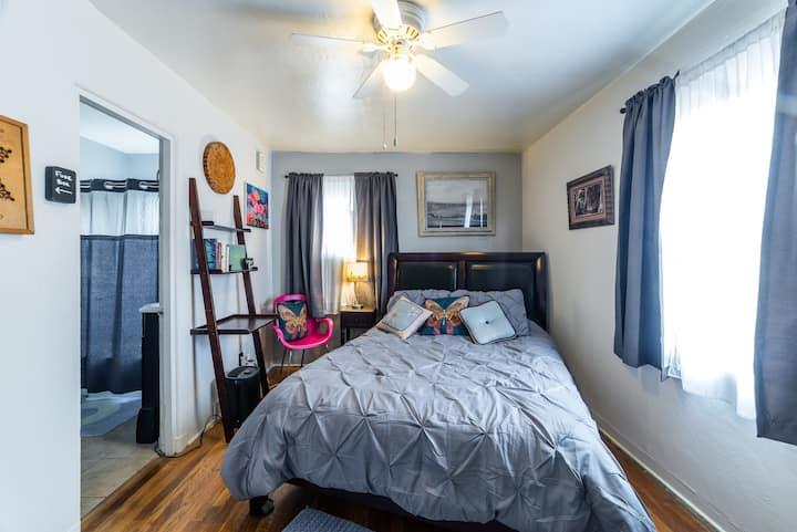 Furnished Apartment near CNM,KAFB,Nob Hill,&UNM.