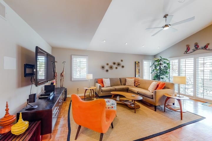 Two-Story Dog-Friendly Condo w/ Free WiFi, Central A/C, Shared Pool, & Hot Tub