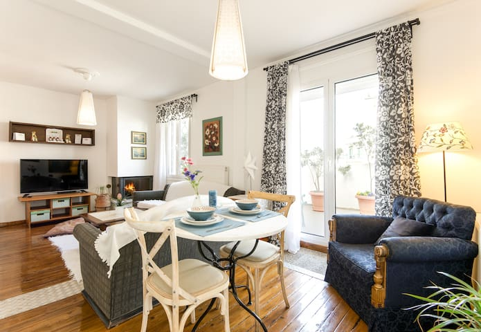 A cosy  penthouse  in the historical city center - Thessaloniki - Pis