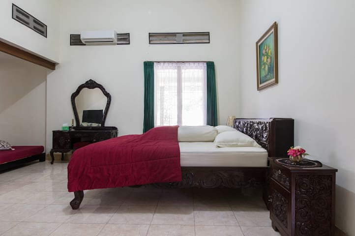 Spacious room close to Keraton - Yogyakarta