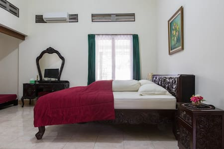 Spacious room close to Keraton - Yogyakarta - Dům