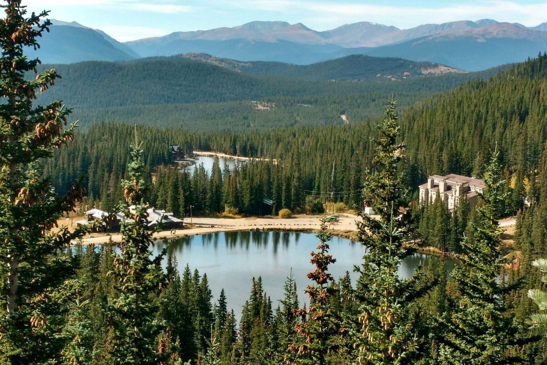 Corner condo unit within 100 yards of private lake offers hiking, fishing, kayaking, snow shoeing, mtn. biking.