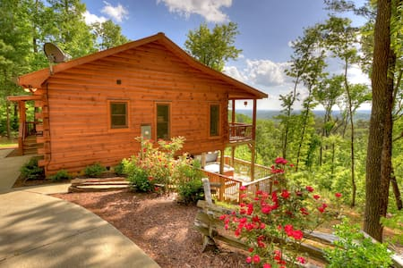 SkyeView Getaway is way up high with amazing views, hot tub