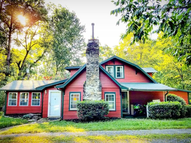 Historic Crimson Cottage, Chimney Rock, Lake Lure