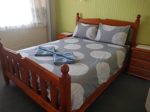 Two-Bedroom Upstairs Apartment in Budget Hotel
