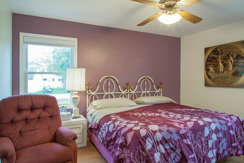 downstairs bedroom, king bed