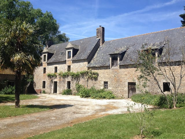Breton character property at 12 km from the sea