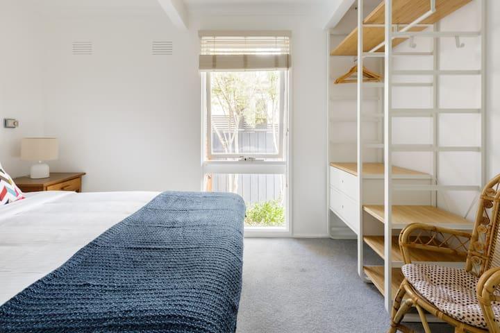 Bedroom 2, Queen bed, air conditioning/heater
