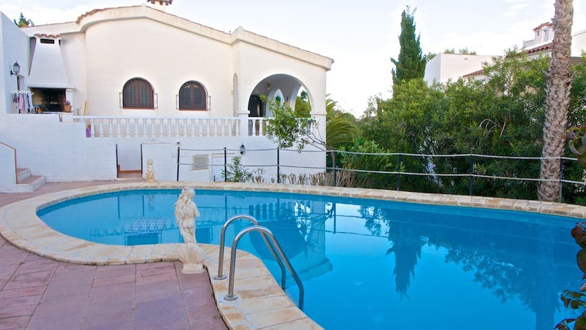 Beautiful villa with 70sqm pool and shady terrace - Peñíscola - House