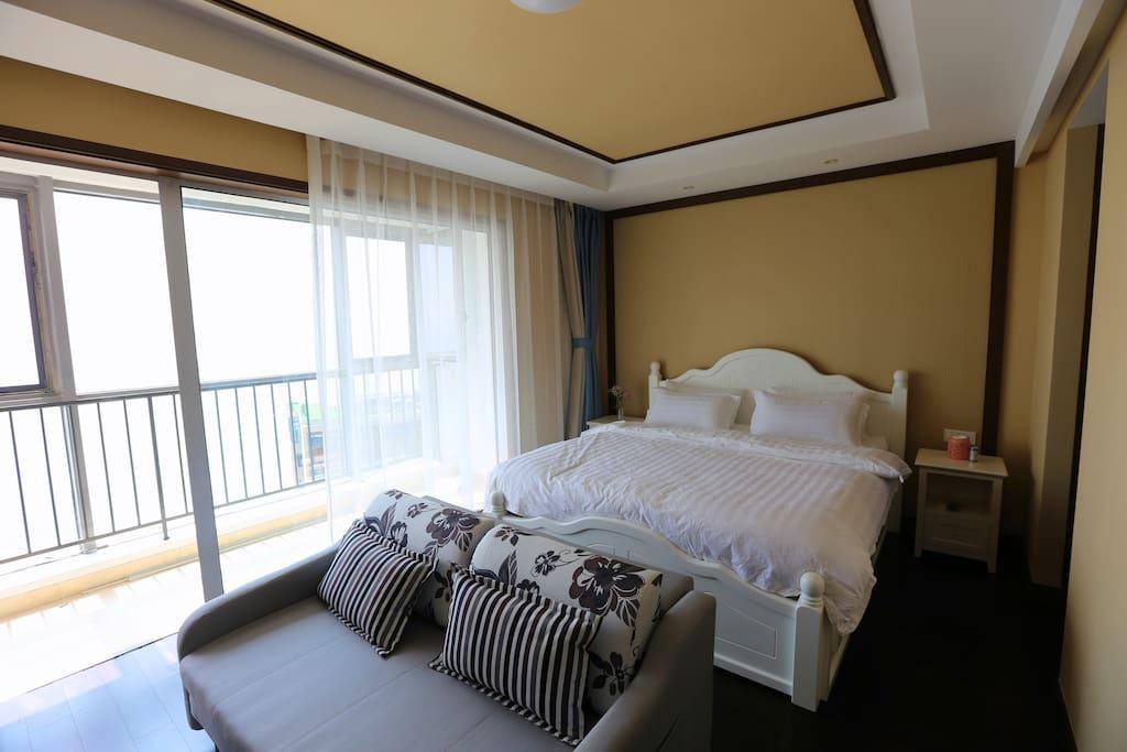 一张大床和一张沙发床