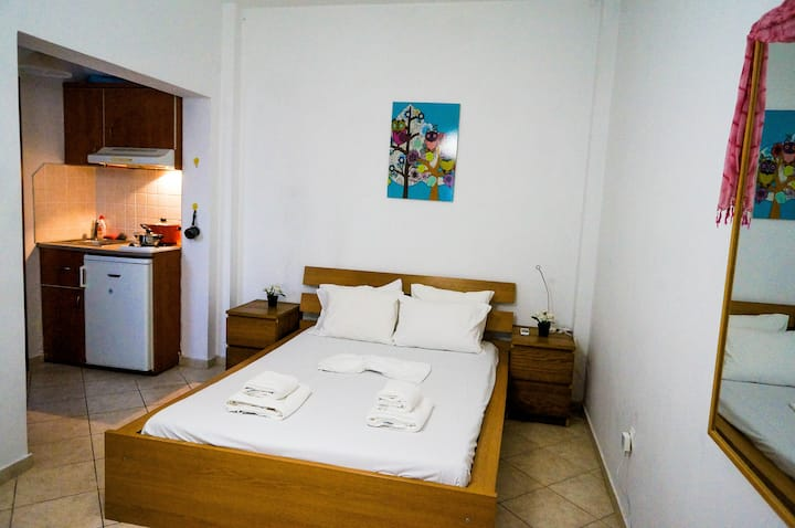 Large room & Kitchen Fira central