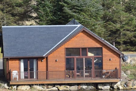 A lovely lodge on the edge of a small lochan. - Perth and Kinross - Haus