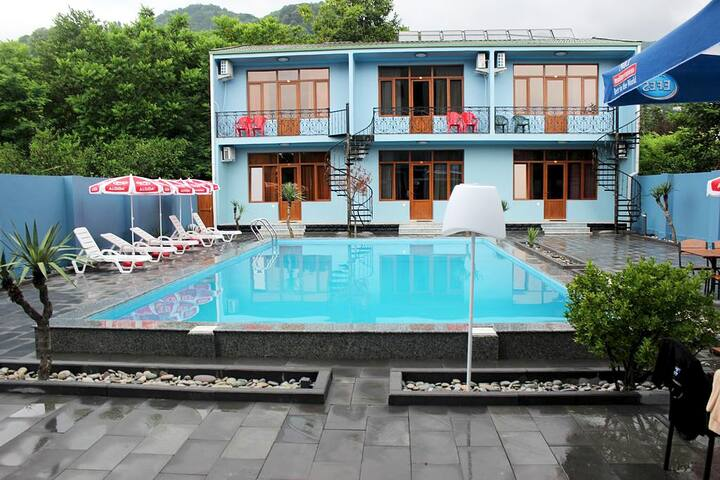 Kvariati Beach Hotel Shore House