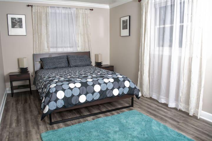 Convenient Bed & Bath near Downtown