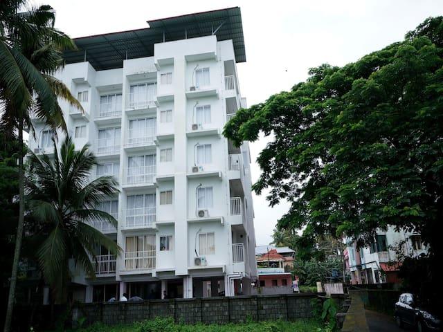 OYO - Elegant 1BHK Stay near Lulu Mall, Kochi - Best of Offers!