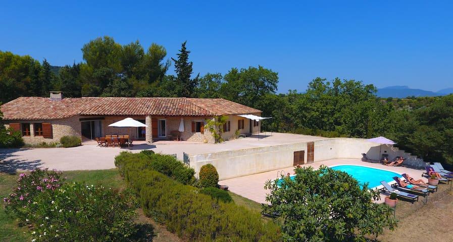 Grande maison sur terrain 16 000 m2, vue 180° - Vaison-la-Romaine - House