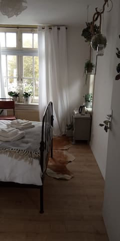 "Lovely""Tuin Kamer""in home beïng redecorated"
