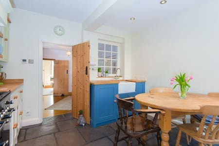 5 mins to station from a cosy cottage. - Rickmansworth - House - 2