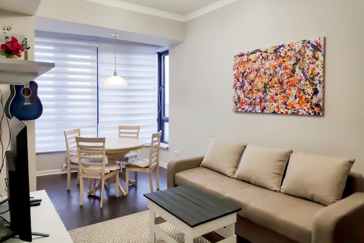 Cozy apartment with views in the Heart of Bishkek