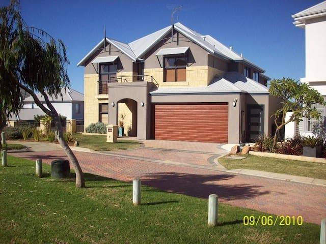 Navana (Fremantle Holidays Pty Ltd) - Beaconsfield - Haus