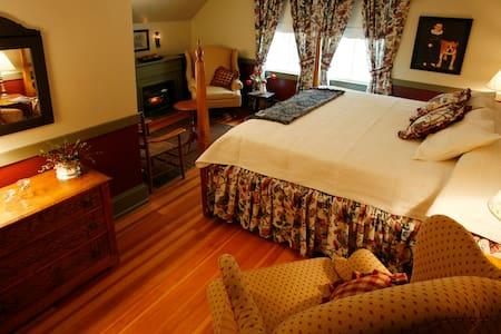 Ocean View B&B in Camden, Maine (King Bed) - Camden