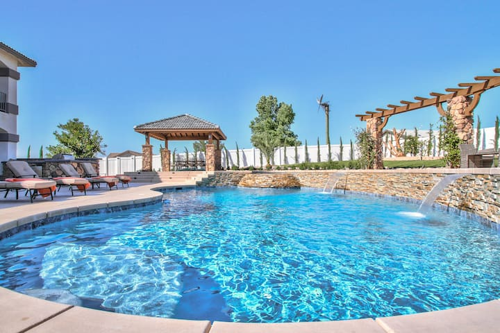 Stunning Wine Country estate- New Pool/Spa