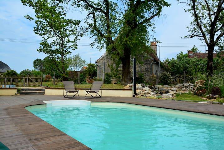 Maison en pierres avec piscine pour 8/10 p - Montvalent - Ev