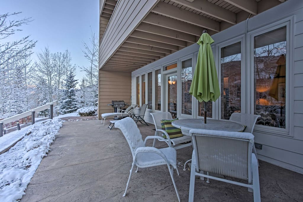 Relax and entertain on the private patio overlooking the pool and mountains.