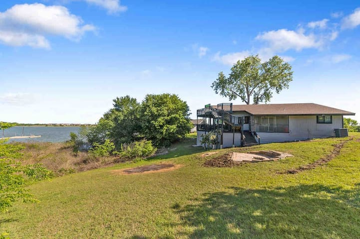 """The """"GLASS House"""" on Lewisville Lake"""