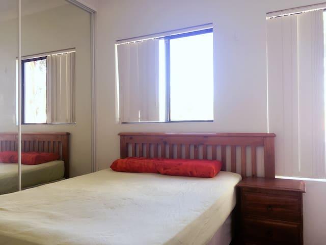 Quiet room +AC&big balcony/5min to Parramatta