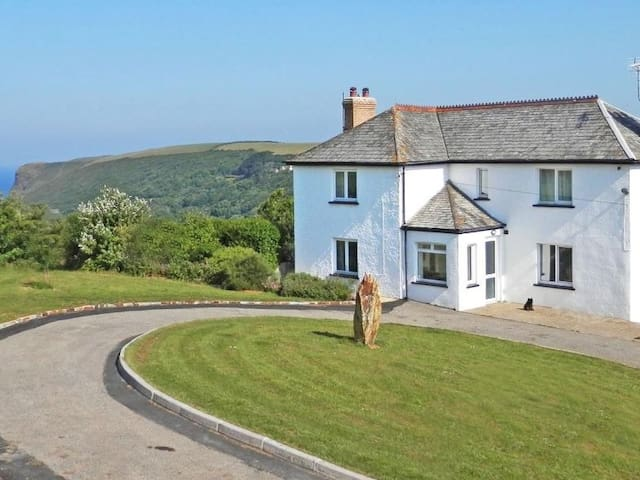 CRACKINGTON VEAN, pet friendly, with open fire in Bude, Ref 959624