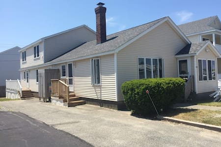 5 Bedroom 2 Bath Beach Cottage on NH Coast - Seabrook