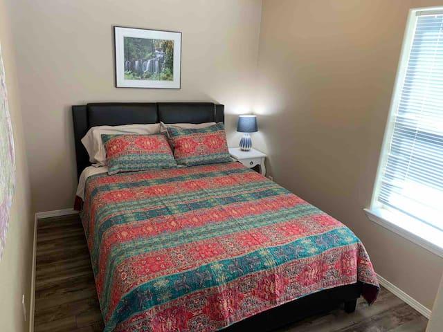 Extra bedroom, queen bed.